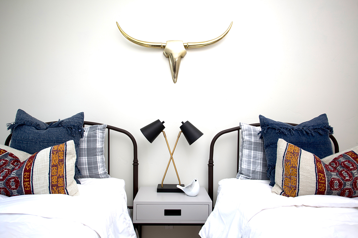 twin beds with nightstand